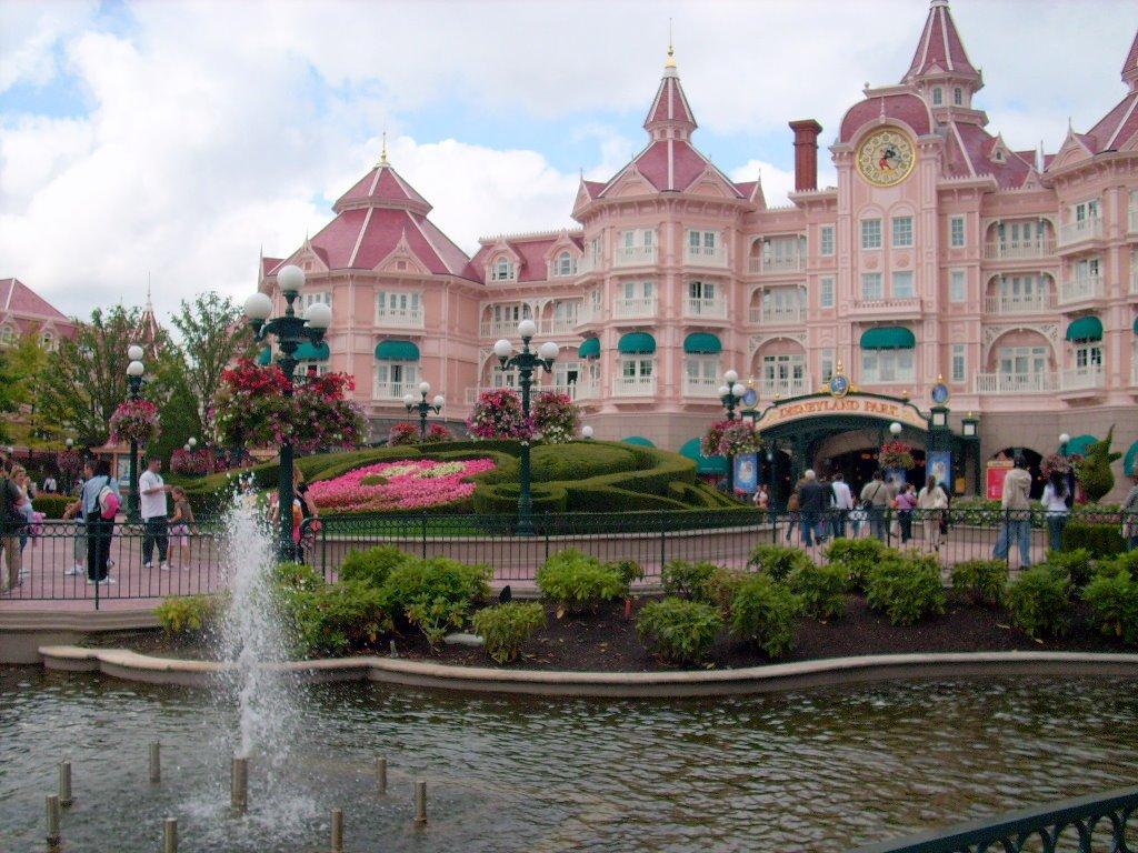 Der Eingang zum Disneyland in Paris