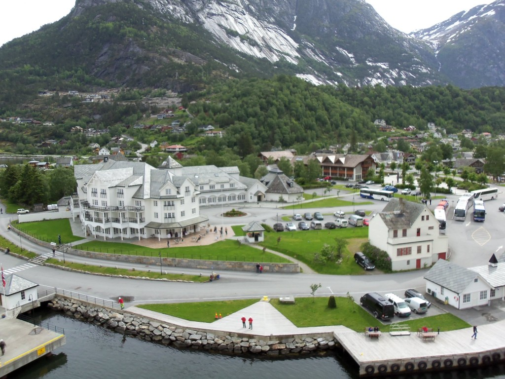 Ein Blick vom Schiff auf Eidfjord